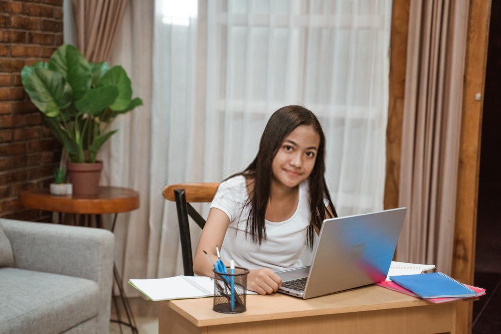 girl taking online classes